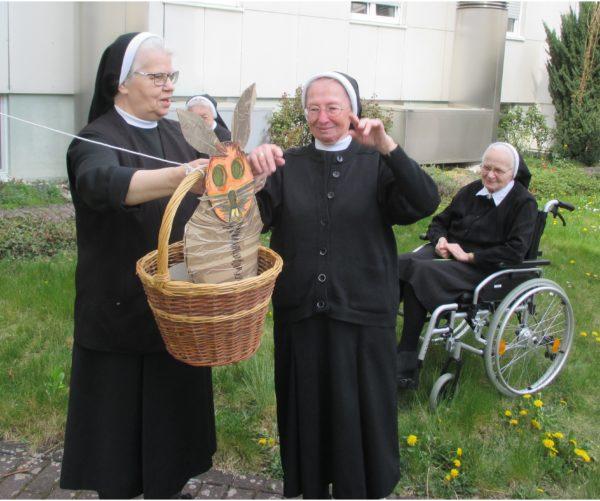 Osterhase im Korb in St. Clara