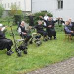 Sitztanz im Hof von St. Clara