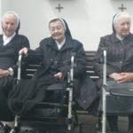 MH drei Schwestern mit Rollator